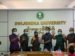 Foto Rektor dan Ketua Pusat Studi Pancasila Universitas Dwijendra (PSP Undwi) dalam kegiatan Launching Book Chapter