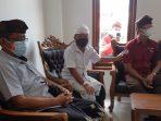 Rektor Dwijendra University dalam kunjungannya ke Desa Kenderan Gianyar